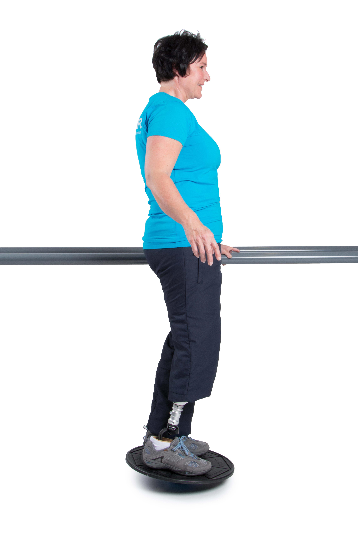 Um das Balancieren zu erschweren, versuche auf einem Balance-Pad oder Balance-Brett zu stehen.